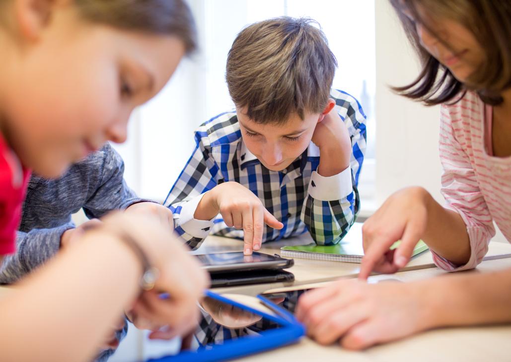 school-kids-online